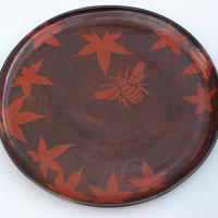 Large platter, 39 cm diameter, decorated with bee and leaves