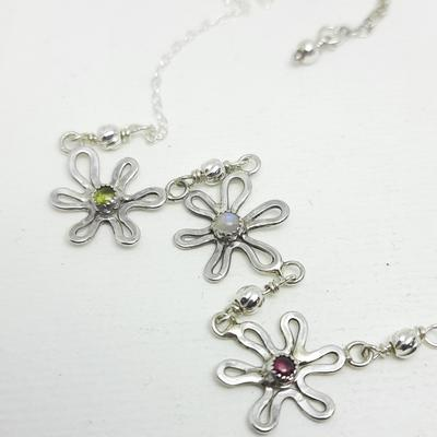 Daisy Chain Necklace set with Peridot, Moonstone & Garnet cabochons