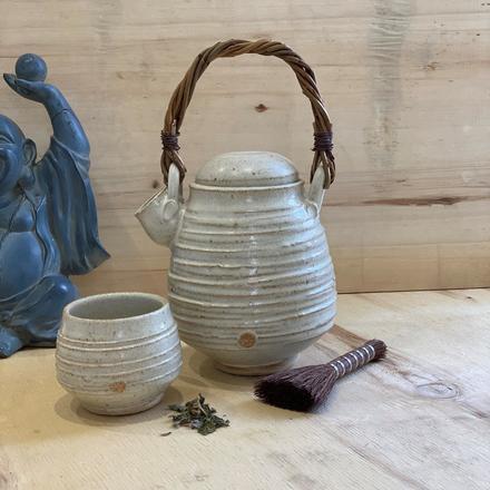 Elaine Wells Lidded Pourer & Tea Bowl